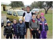 5 febbraio 2012 - Cds di Cross Calabria - Montepaone: Luca tocco circondato da i piccoli fans