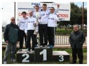 Lamezia Terme (CZ), 13 febbraio 2011 - C.d.S. regionale di cross - Gli atleti della squadra assoluta maschile con a destra i Presidente della Violettaclub Francesco Cerra