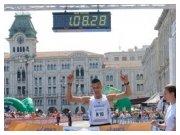 8 maggio 2011 - l'arrivo vittorioso di Fabio Bernardi alla 16^ Maratonina dei Due Castelli di Trieste